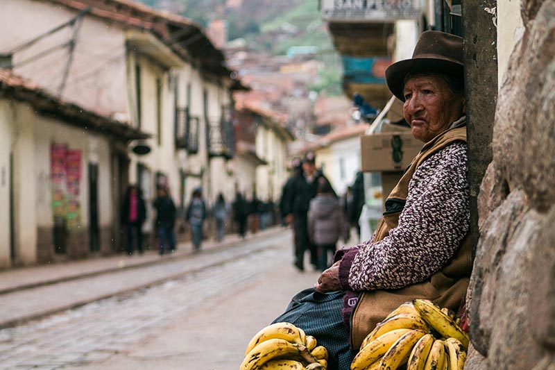 Picture-of-Peruvian-lady